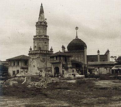 Hajjah-Fatimah-Msq-in-1975-demolition-of-Java-Road-1975-Ray-Tyers-1993-p.79