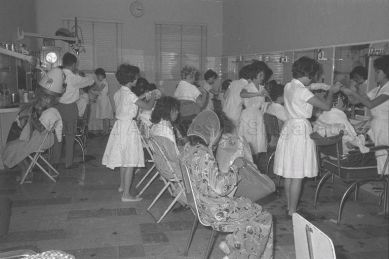 hairdressing salon 1960a_sm