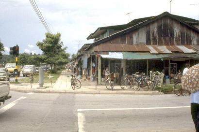 chong pang village 1985i_mast