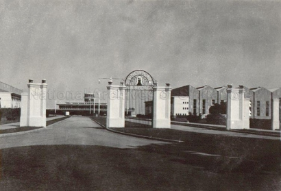entrance to kallang airport 1945a_sm