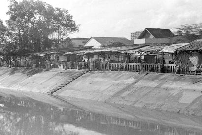 shacks along alexandra canal 02111974a