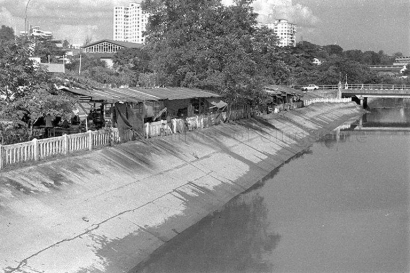 shacks along alexandra canal 02111974j