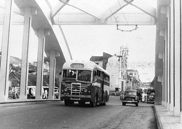 bus crossing elgin bridge