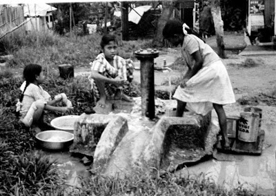 washing_at_village_pump_1